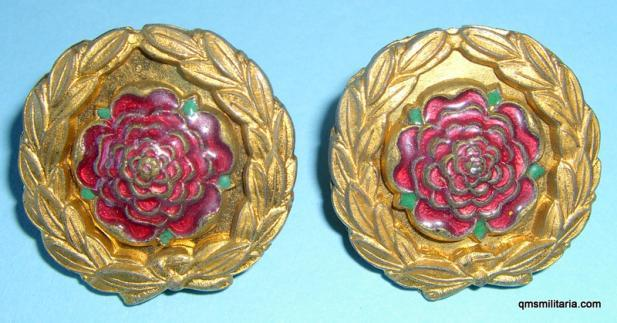 The Royal Hampshire Regiment Officers Enamel and Gilt Collar Badges, Matched Pair - Gaunt
